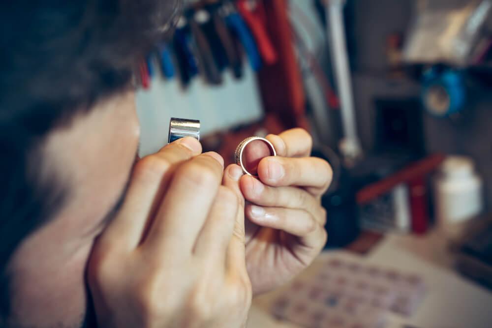 Jeweler At Work In Jewelry (1)